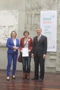Iris Ebner, die sich seit Jahren um den Umweltaspekt in der Osterbachschule kümmert, konnte die Auszeichnung in Fulda entgegennehmen.